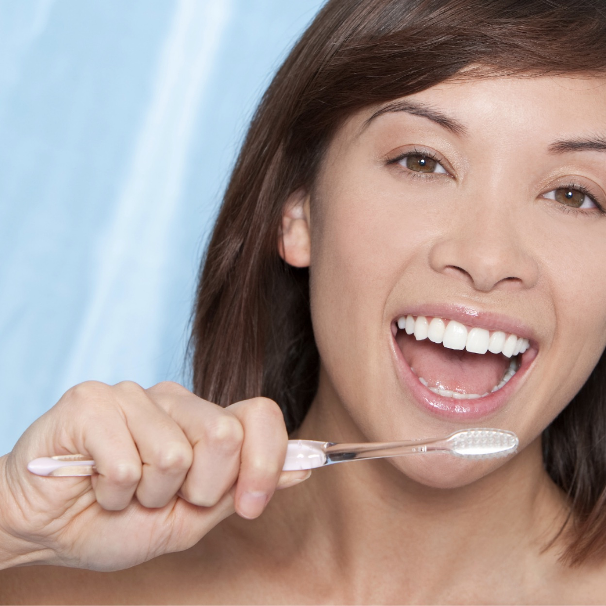 woman brushing her white teeth